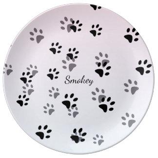 Plantilla fresca de las huellas del gato plato de porcelana