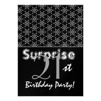 Plata del cumpleaños de la sorpresa y plantilla de comunicados personalizados