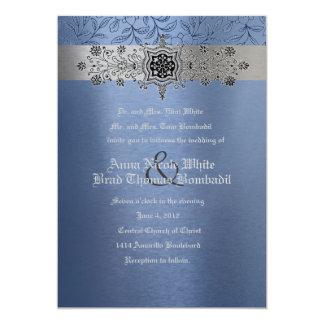 Plata y invitación metálica floral azul del boda