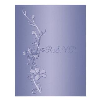 Plata y tarjeta de contestación floral violeta comunicado