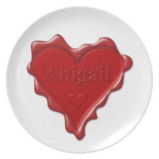 Plato Abigail. Sello rojo de la cera del corazón con