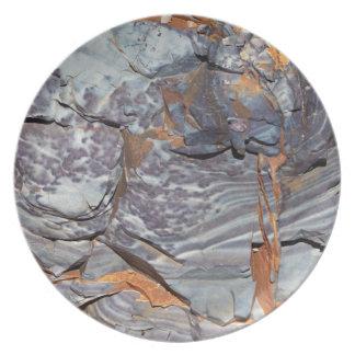 Plato Capas naturales de ágata en una piedra arenisca