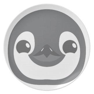 Plato cara del pingüino del bebé