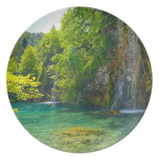 Plato Cascadas en el parque nacional de Plitvice en