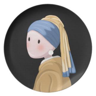 Plato Chica con un pendiente de la perla