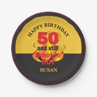 Plato De Papel 50 y aún cumpleaños caliente de Smokin el | 50.o