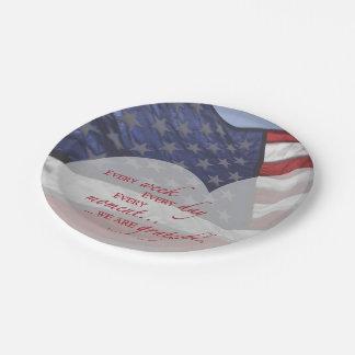 Plato De Papel Bandera patriótica del corazón, aprecio militar