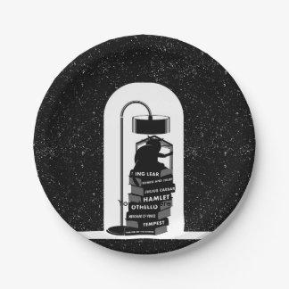 Plato De Papel Gato negro que lee los juegos de Shakespeare