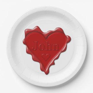 Plato De Papel Juan. Sello rojo de la cera del corazón con Juan