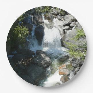 Plato De Papel La cascada cae en el parque nacional de Yosemite