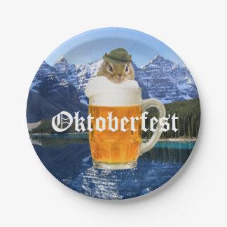 Plato De Papel Montañas lindas de Oktoberfest del Chipmunk