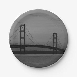 Plato De Papel Puente de Mackinac en el Grayscale de la oscuridad