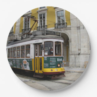 Plato De Papel Vista del tranvía amarillo famoso en Lisboa