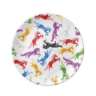 Plato De Porcelana Caballos de salto coloreados del modelo