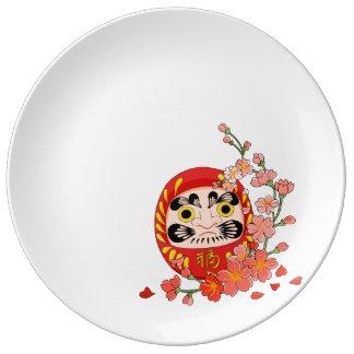 Plato De Porcelana Daruma afortunado japonés con la flor de cerezo