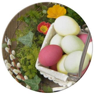 Plato De Porcelana Flores de la primavera y cesta de huevos de Pascua