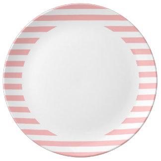 Plato De Porcelana Modelo rosado y blanco de la raya