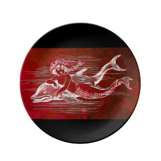 Plato De Porcelana Sirena y delfín en una placa de la porcelana