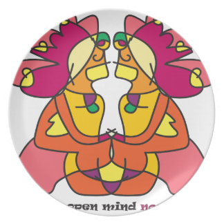 Plato dos indios que se sientan con un león colorido