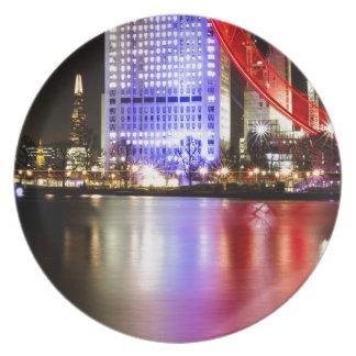 Plato El río Támesis en color en la noche