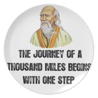 Plato el viaje de mil millas comienza con un canto