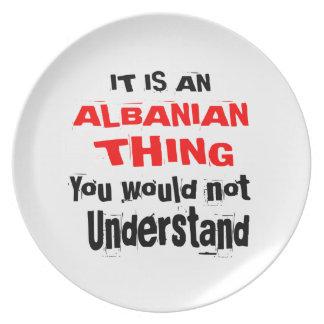 Plato Es diseños ALBANESES de la cosa