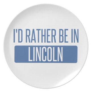 Plato Estaría bastante en el NE de Lincoln