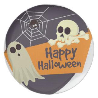 Plato Fantasmas y bandera pirata del feliz Halloween