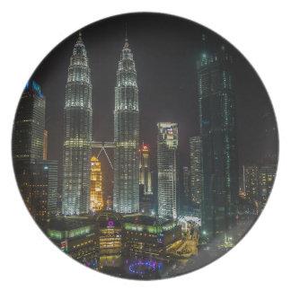 Plato Horizonte de Kuala Lumpar en la noche