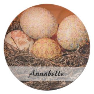 Plato Huevos de Pascua rústicos en jerarquía