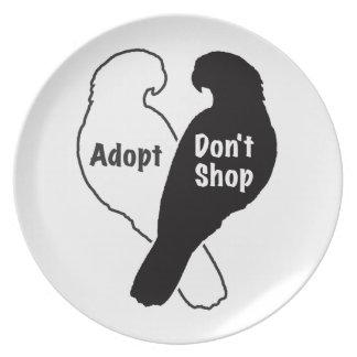 Plato La adopción del rescate del loro no hace compras