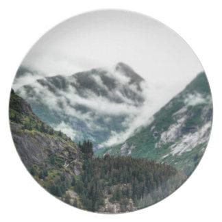 Plato La montaña de niebla remata la placa