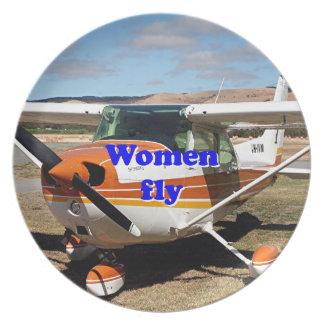 Plato Las mujeres vuelan: aviones de ala alta