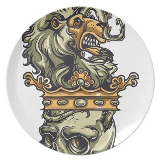 Plato león del vintage en el cráneo muerto