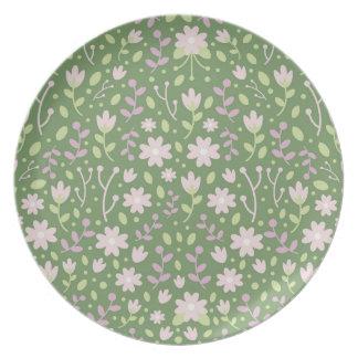 Plato Los campos floridos verdes de la primavera