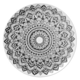 Plato Mandala blanco y negro