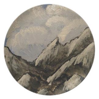 Plato Montaña coronada de nieve
