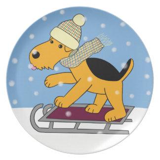 Plato Perro lindo de Airedale Terrier en la placa del