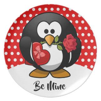 Plato Pingüino de la tarjeta del día de San Valentín con