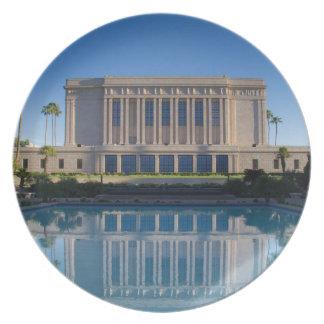 Plato Templo del Mesa que refleja en una piscina azul