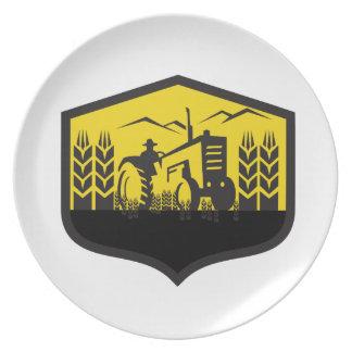 Plato Tractor que cosecha el escudo de la granja del