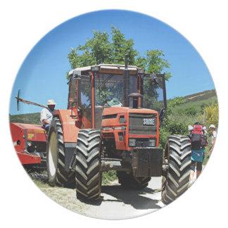 Plato Tractor rojo en el EL Camino, España