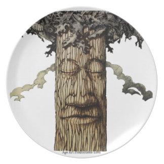 Plato Una cubierta poderosa del árbol