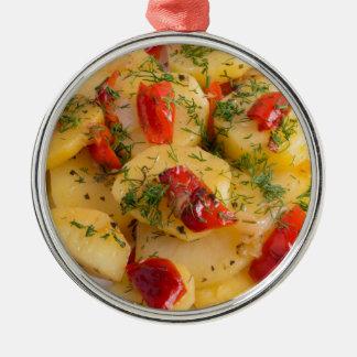 Plato vegetariano con las verduras orgánicas adorno de cerámica