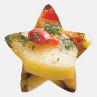 Plato vegetariano de patatas y del paprika pegatina en forma de estrella