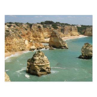 Playa de Algarve, de Portugal, de Benagil y rocas Postal