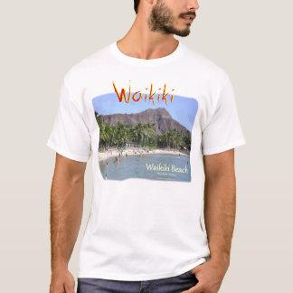 Playa de Waikiki con las palmeras de la cabeza del Camiseta