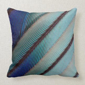 Pluma azul del rodillo de Breasted de la lila Cojín Decorativo
