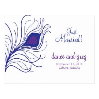 Pluma del pavo real de la invitación del boda