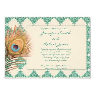 Pluma del pavo real en la invitación del boda de